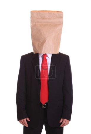 Photo pour Homme avec un sac en papier sur la tête isolé sur blanc - image libre de droit