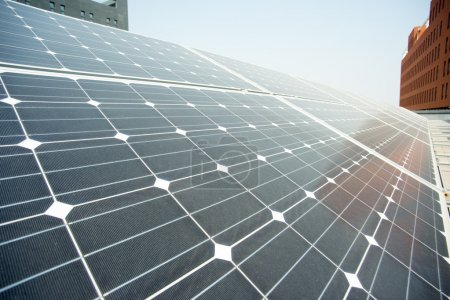 Foto de Primer plano de planta de energía fotovoltaica paneles solares - Imagen libre de derechos