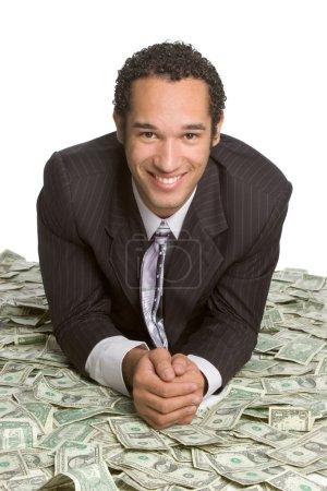 Photo pour Homme d'affaires allongé sur l'argent isolé sur blanc - image libre de droit