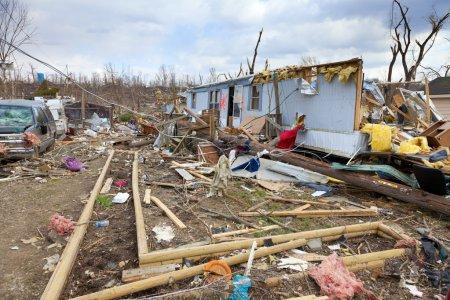 Photo pour Conséquences de la tornade de catégorie 4 qui a touché la petite ville de l'Indiana - image libre de droit