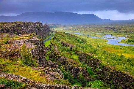 Photo pour Thingvellir parc national vallée du rift en Islande où les plaques tectoniques nord-américaine et eurasiennes distincts - image libre de droit