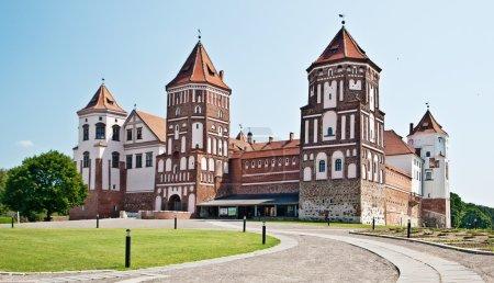 Photo pour Vue sur le château de Mir, République du Bélarus - image libre de droit