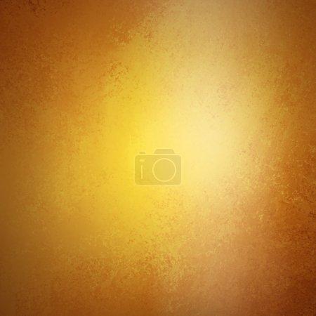 Photo pour Tonalité chaude abstrait or brun, design de texture de fond lisse de luxe avec projecteur blanc pour brillant brillant floue une image lumineuse, fond jaune riche luxe, art texture grunge vintage - image libre de droit