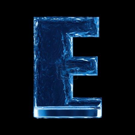 Photo pour Une lettre de l'alphabet. Vagues d'eau dans un verre - image libre de droit