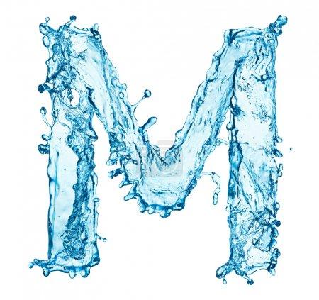 Wasser spritzt Buchstabe m