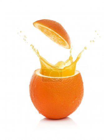 Photo pour Orange avec splash isolé sur fond blanc - image libre de droit