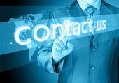 Podnikatel ruka tlačí nás kontaktujte tlačítko