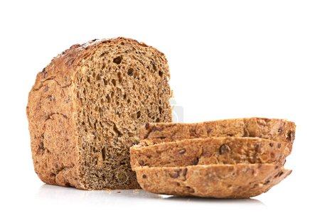 Photo pour Pain de blé entier, isolé sur fond blanc - image libre de droit