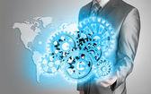 Podnikatel rukou dotknout modré zařízení k úspěchu jako koncept