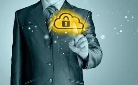 Photo pour Concept de Cloud Computing en ligne sécurisé avec Business Man - image libre de droit