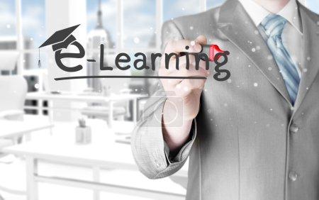 Photo pour Homme d'affaires écrivant e-learning concept - image libre de droit