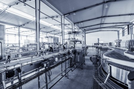 Photo pour Usine de production de boissons en Chine - image libre de droit