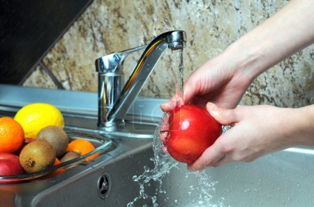 Washing the apples
