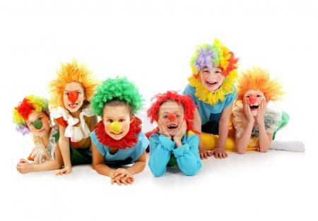 Foto de Grupo de divertidos payasos colocación - Imagen libre de derechos