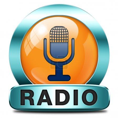 Photo pour Diffusion radio en direct à l'antenne. Écouter de la musique, un bouton audio ou radio ou icône - image libre de droit