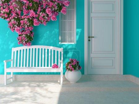 Photo pour Vue de face d'une porte en bois blanche sur une maison bleue avec fenêtre. belles roses et banquette sur le porche. entrée d'une maison. - image libre de droit