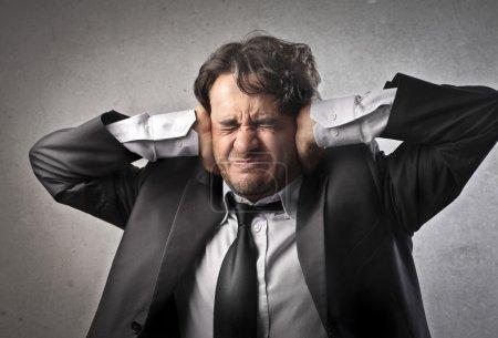 Photo pour Un homme d'affaires est épuisé. - image libre de droit