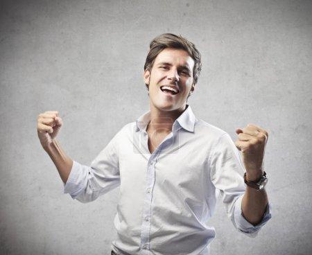 Photo pour L'homme se réjouit de son succès - image libre de droit