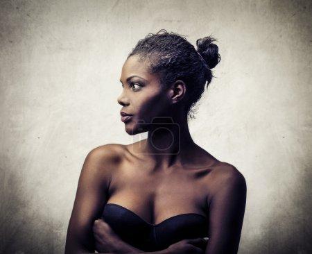 Foto de Perfil de una bella mujer negra - Imagen libre de derechos