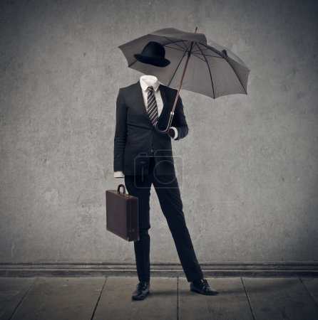 Photo pour Homme d'affaires invisible avec parapluie et chapeau - image libre de droit
