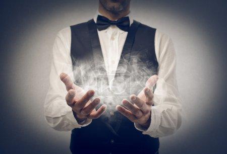 Photo pour Magicien fait prestige - image libre de droit