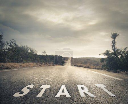 """Foto de Señal de """"start"""" en plena calle - Imagen libre de derechos"""