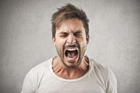 Photo pour Homme désespéré crier - image libre de droit