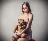 Mladá krásná žena se smutným výrazem