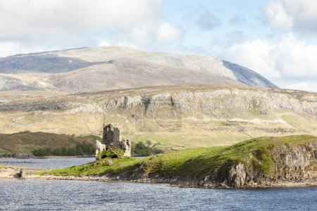 ruins of Ardvreck Castle at Loch Assynt, Highlands, Scotland
