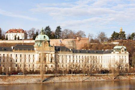 Photo pour Strakova Academy (bureau du gouvernement), Prague, République tchèque - image libre de droit