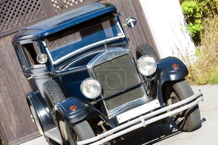 Photo pour Vue rapprochée d'une voiture classique - image libre de droit