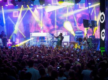 Photo pour MOSCOU - 24 MAI : Le groupe Pusha T se produit au Bosco Fresh Festival au Muzeon Park le 24 mai 2014 à Moscou. La mission de ce festival est de trouver de nouveaux talents et de les libérer sur la grande scène . - image libre de droit