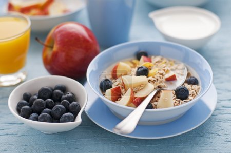 Photo pour Petit déjeuner sain sur la table close up - image libre de droit