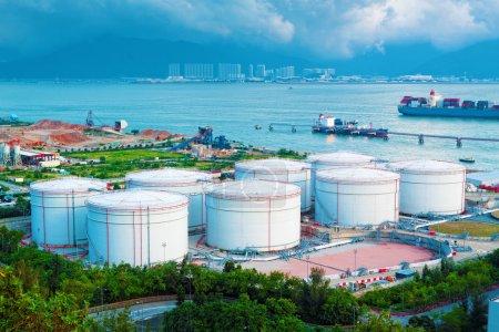 Photo pour Réservoirs d'huile et de carburant en hong kong - image libre de droit