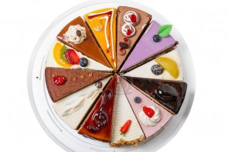 Photo pour Douze morceaux de gâteau différents. Isolé sur fond blanc. Vue de dessus gros plan - image libre de droit