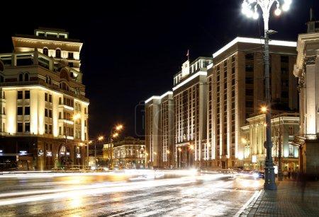 Photo pour Bâtiment de la Douma d'Etat de l'Assemblée fédérale de la Fédération de Russie (la nuit). Moscou, Russie - image libre de droit