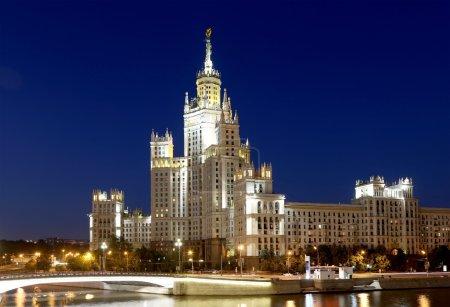 Photo pour Kotelnicheskaya Embankment Building, Moscou, Russie- est l'un des sept gratte-ciel staliniens construit en septembre 1947 et achevé en 1952 - image libre de droit