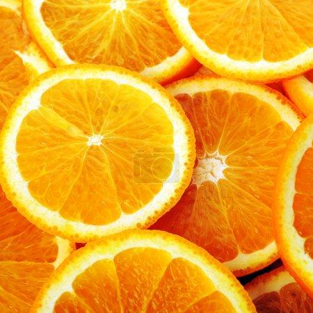 Photo pour Fond fait d'oranges juteuses tranchées - image libre de droit