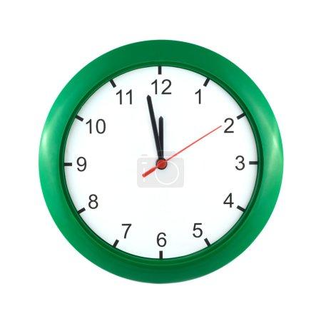 Foto de Reloj de pared grande muestra casi 12:00 aislado en blanco cierre arriba - Imagen libre de derechos