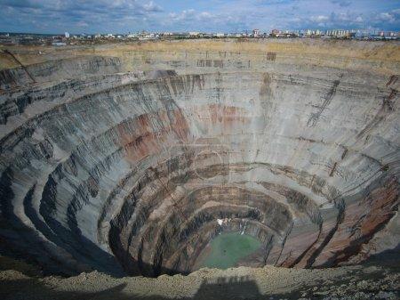 Photo pour Kimberlite pipe diamantée Paix, Mine de Mir, Mirny, Yakoutie, Russie - image libre de droit