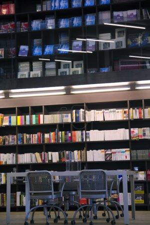 Bibliothek, Bücherschrank