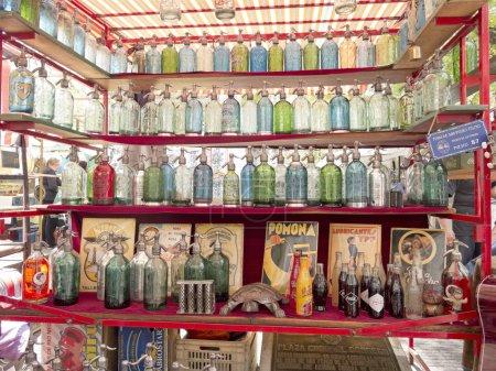 Photo pour Siphons sur le marché de san telmo à buenos aires, Argentine. la ville est une destination touristique populaire, avec plus de 2,5 millions de visiteurs par an. - image libre de droit