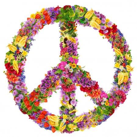 Photo pour Collage abstrait paix symbole fabriqué à partir de fleurs fraîches de l'été. isolé - image libre de droit