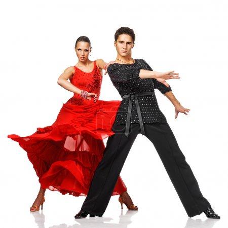 Photo pour Élégance danseurs latino en action. Isolé sur blanc - image libre de droit