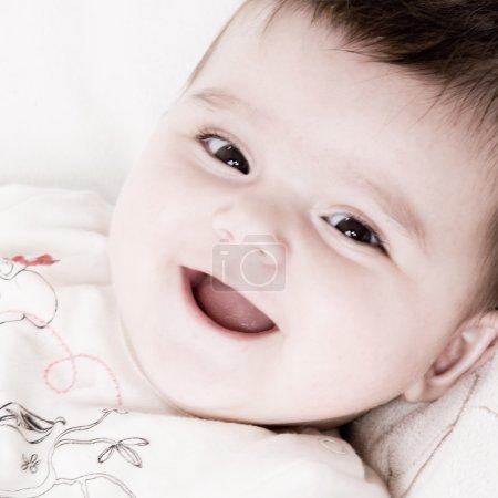Foto de Lindo bebé asiático está feliz y juguetón - Imagen libre de derechos