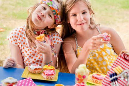 Cupcake girlfriends