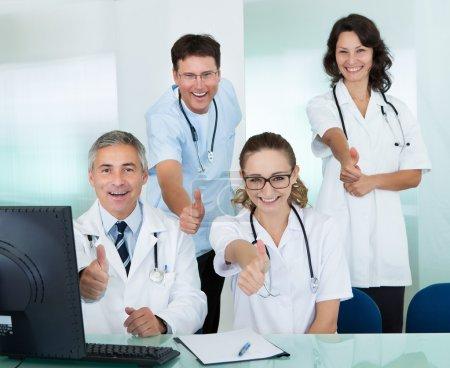 szczęśliwy zespół medyczny rezygnację kciuki