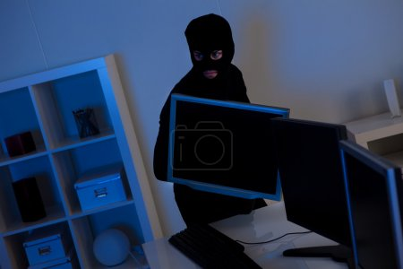 Thief steeling a computer