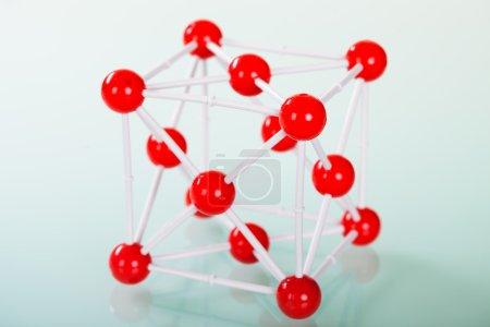 Photo pour Modèle de structure moléculaire du cuivre sur fond vert réfléchissant - image libre de droit