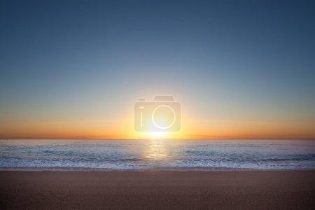 Photo pour Photo du magnifique lever de soleil à la mer - image libre de droit